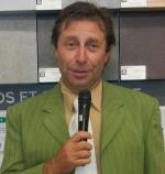 Alain micro Casto Aout 12 costume vert gros plan
