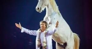 JF Pignon en scène avec un cheval